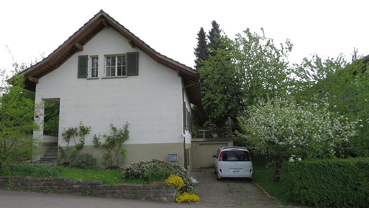 Miete: Älteres freistehendes Einfamilienhaus